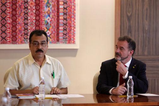 Alfred Bosch (dcha.), durante su reunión en Ciudad de México con el...