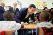 El presidente de la Junta de Andalucía, Juanma Moreno inaugura el curso escolar en el colegio Manuel Altolaguirre de Málaga.