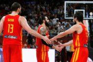 GRAF2927. PEKÍN.- Los jugadores de España Marc Gasol (i), Ricky Rubio (c) y Sergio <HIT>Llull</HIT> (d), durante el partido ante Argentina de la final del Mundial de Baloncesto de China 2019, disputado este domingo en el pabellón Wukesong de Pekín.