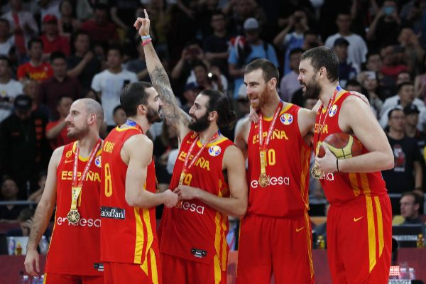 Beijing (China).- Players of Spain celebrate during the award ceremony...