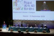 """GRAF3077. MADRID.- El cardenal arzobispo de Madrid, Carlos Osoro (i), interviene en la sesión inaugural del Congreso """"<HIT>Paz</HIT> sin Fronteras. Religiones y Culturas en Diálogo"""" que reunirá en Madrid entre el 15 y el 17 de septiembre a más de 300 líderes religiosos, representantes del <HIT>mundo</HIT> académico, cultural, expertos internacionales y sociedad civil."""