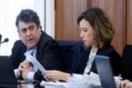 La abogada Lourdes Fuster, en una sesión del juicio de lso ERE junto a su compañeros Luis García Navarro.