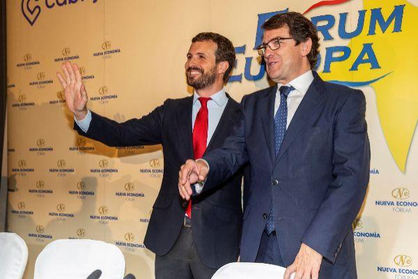 Pablo Casado, con Alfonso Fernández Mañueco este lunes en Madrid.