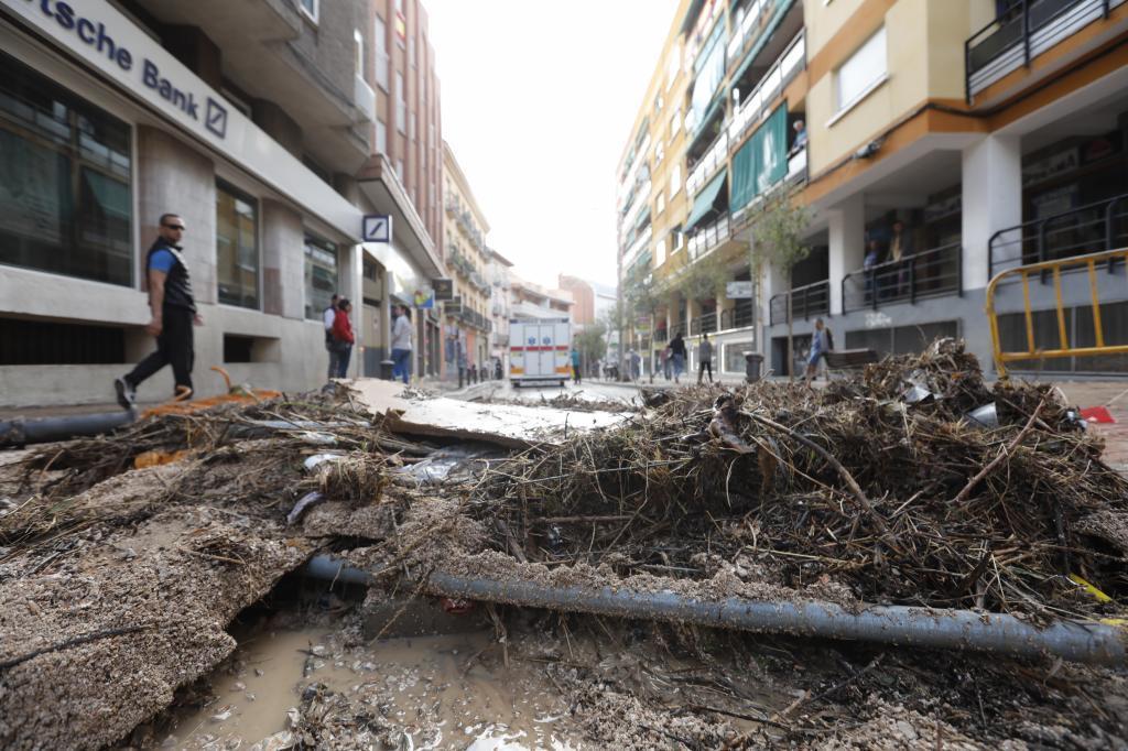 Así quedó la calle Juan de la Cierva, una de las principales de Arganda, tras la tromba de agua.
