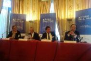 Carmen Martínez Castros, directora del foro; el ex ministro Josep Piqué; el empresario Amancio López y Carlos López, de la Cámara de Comercio.