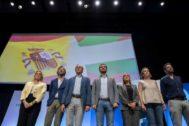 El presidente del PP, Pablo Casado, junto al presidente del PP vasco, Alfonso Alonso, en la clausura de la convención del PP vasco en el Palacio de Congresos Europa de Vitoria.