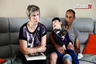 Nolan Moitti junto a sus padres.