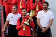 Spain's Rudy Fernandez (C), carries the trophy next to Spain's coach Sergio Scariolo (L) after landing at Madrid-Barajas Adolfo Suarez Airport on September 16, 2019 in Madrid, after Spain won the <HIT>Basketball</HIT> World Cup final. (Photo by JAVIER SORIANO / AFP)