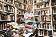 El escritor Jordi Soler en su estudio de Barcelona.