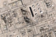 Imagen de satélite que muestra las infraestructuras dañadas en Abqaiq (Arabia Saudi), tras el ataque.