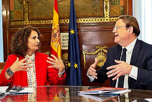 La ministra de Hacienda en funciones, María Jesús Montero, con Ximo...