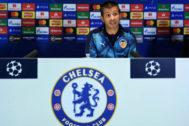 Celades, durante la rueda de prensa en Stamford Bridge.