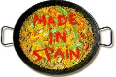 Una ilustración de un plato de paella y sobre ella estás escrita hecho en España.