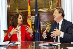 La ministra de Hacienda en funciones, María Jesús Montero, con Ximo Puig, presidente de la Comunidad Valenciana.