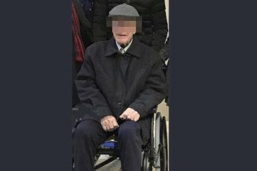 F.S.S. meses antes de fallecer en una silla de ruedas donde se aprecian sus limitaciones.