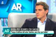 El líder de Ciudadanos, Albert Rivera, en un momento de la entrevista este martes en Telecinco.