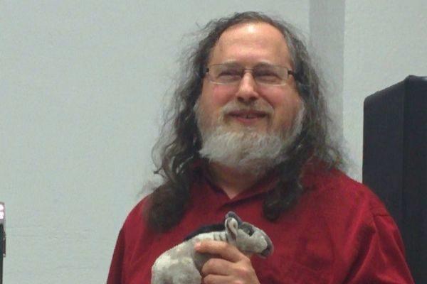 Richard Stallman dimite por sus comentarios sexistas sobre el caso Epstein