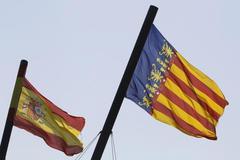 La bandera española junto a la de la Comunidad Valenciana, en una imagen de archivo.