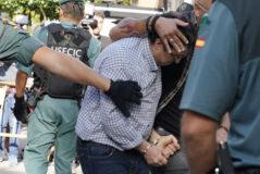 El acusado del triple crimen de Valga, increpado al llegar al juzgado