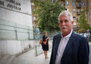 El ex director de Hacienda de Gipuzkoa, Víctor Bravo, a su llegada al juzgado.