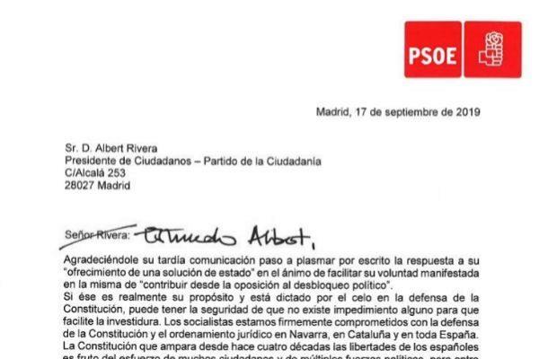Pedro Sánchez transmite por escrito a Albert Rivera su compromiso con la Constitución en Navarra y Cataluña