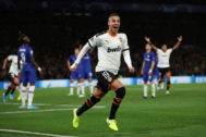 LONDON, ENGLAND - SEPTEMBER 17: <HIT>Rodrigo</HIT> Moreno of Valencia celebrates as he scores his team's first goal during the UEFA Champions League group H match between Chelsea FC and Valencia CF at Stamford Bridge on September 17, 2019 in London, United Kingdom. (Photo by Richard Heathcote/Getty Images)