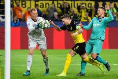 Ter Stegen salva a un Barcelona gris en Dortmund