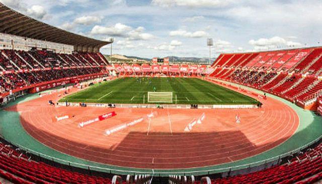 Imagen de Son Moix con las pistas de atletismo rodeando el terreno de juego.