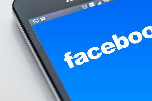 Condena de 6.000€ a unos padres por calumniar a un maestro en Facebook al decir que obligaba a su hijo a cantar 'cara el sol'