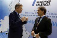 Ximo Puig, junto al secretario autonómico de Turismo, Francesc Colomer, en la feria de Londres en 2006.