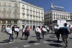Manteros en el centro de Madrid.