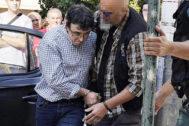 El asesino confeso de su ex mujer, su ex cuñada y su ex suegra, José Luis Abet, este martes llegando a los juzgados.
