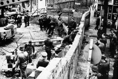 Berlín, 1961, durante la construcción del Muro.