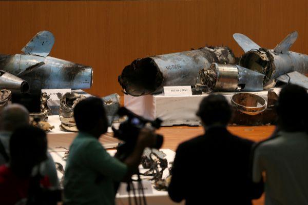 Arabia Saudí presenta los restos de los drones y misiles usados en los ataques y asegura que