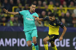 Dortmund (Germany).- Dortmund's Achraf Hakimi (R) in action against Barcelona's <HIT>Busquets</HIT> (L) during the UEFA Champions League group F soccer match between Borussia Dortmund and FC Barcelona in Dortmund, Germany, 17 September 2019. (Liga de Campeones, Alemania, Rusia) EPA/