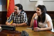 Pablo Iglesias e Irene Montero en una reunión.