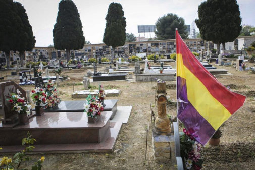 Cementerio de Paterna, durante los trabajos de exhumación de la tumba...