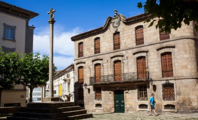 Fachada principal de la Casa Cornide en A Coruña