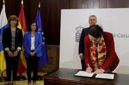 Magdalena Valerio, ministra de Trabajo en funciones, durante una firma de traspaso de fondos para el empleo en canarias la semana pasada.