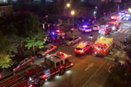 Vehículos de emergencias llegan a la zona del tiroteo.