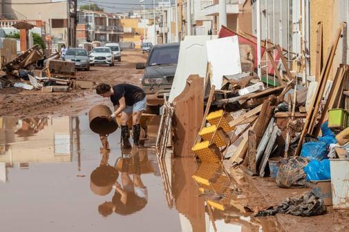 Una vecina de Los Nietos, en Cartagena, una de las zonas más...