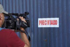 Fábrica de Magrudis tras ser precintada por el Ayuntamiento de Sevilla.