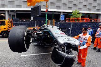 Leclerc rompe la caja de cambios y Bottas se estrella contra el muro
