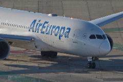 Acusan a las aerolíneas de vender billetes más caros a los residentes en las islas
