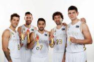 Los medallistas mundialistas del Real Madrid.