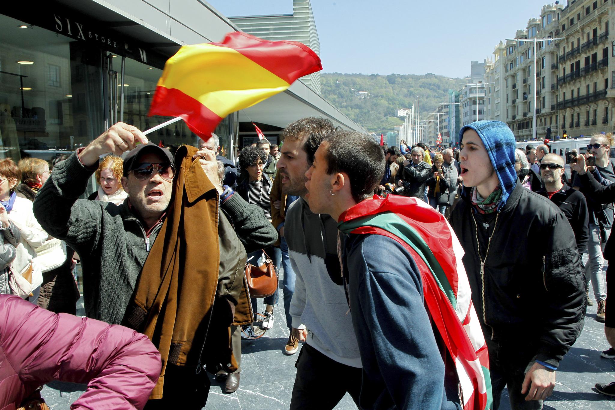 Incidentes a la salida de un mitin de Abascal en San Sebastián