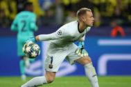 Ter Stegen, durante el partido ante el Dortmund.