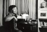 La escritora en la casa de sus padres en Buenos Aires en 1965.