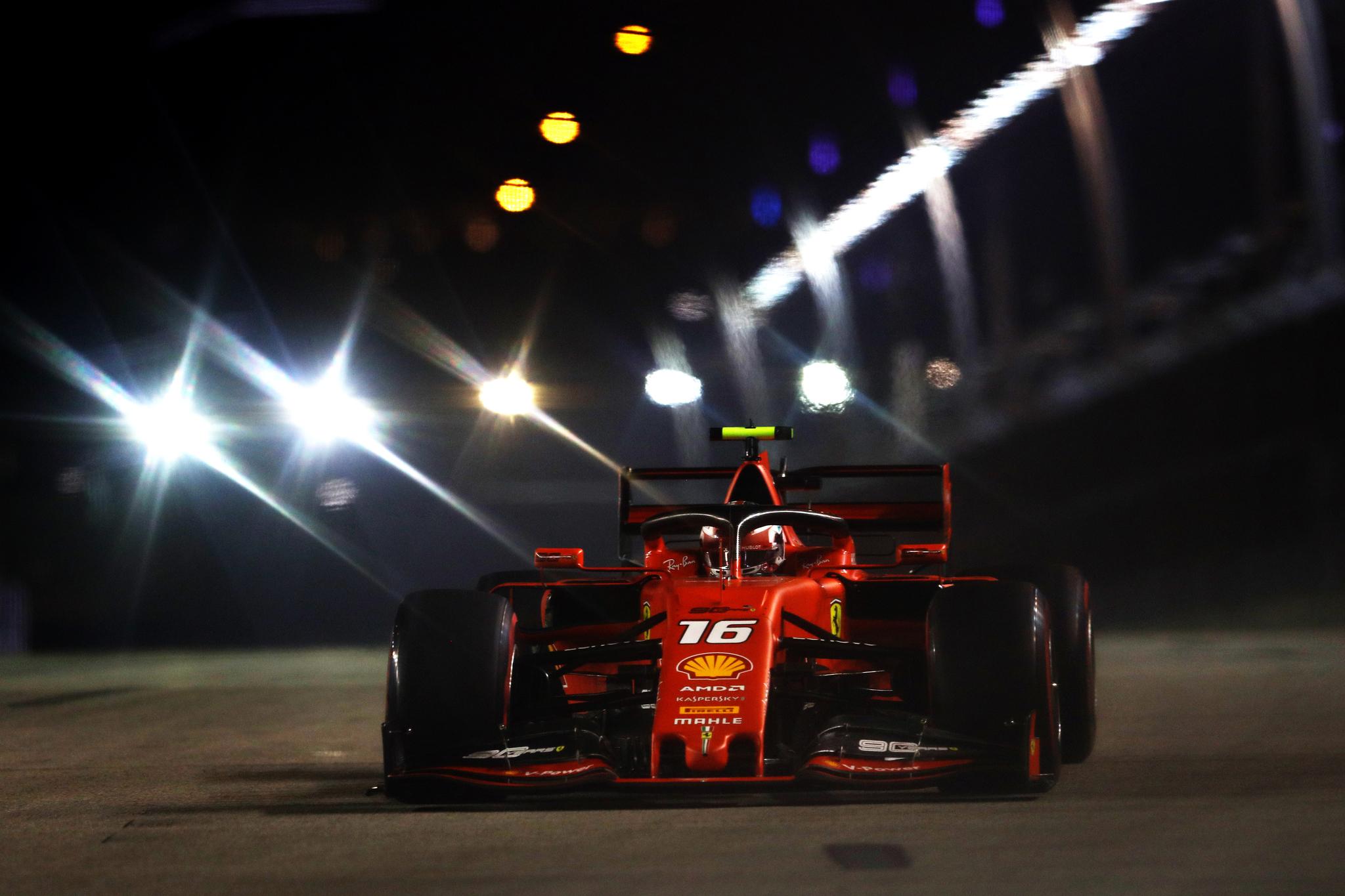 Leclerc comanda la gran sorpresa de Ferrari en Singapur