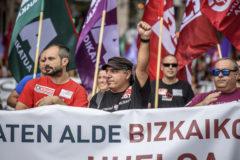 Trabajadores del metal durante la manifestación celebrada hoy sábado en el centro de Bilbao.